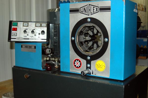 hydraulih-maschine-03-kleinE85C0B5B-23B5-D004-4F87-315ED7F6EB9D.png